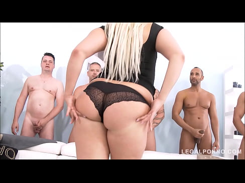 mature tight bald pussy