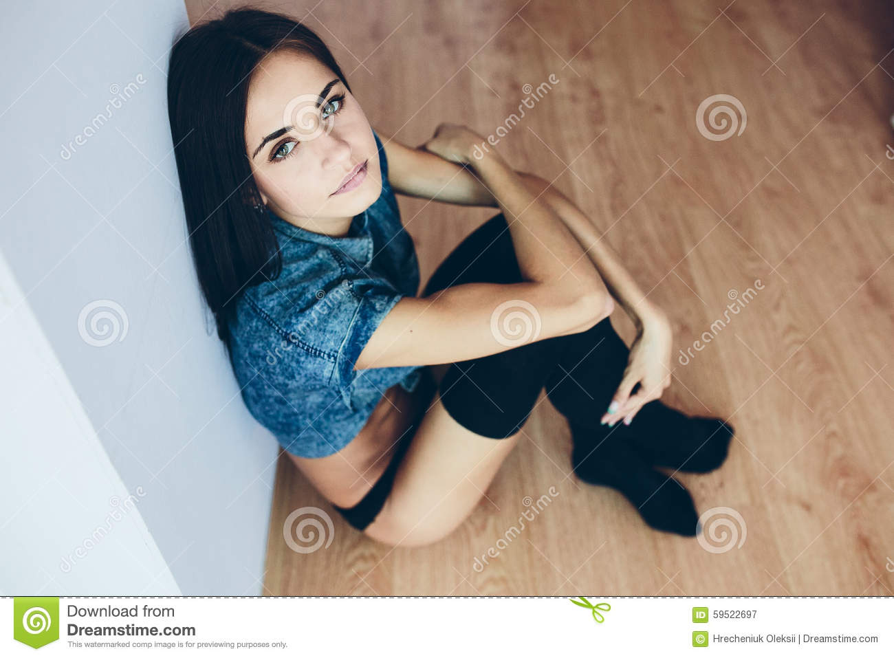 Young girls pose nude legs